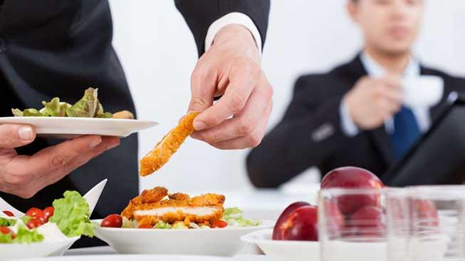 Menjaga Asupan Makanan dan Minuman